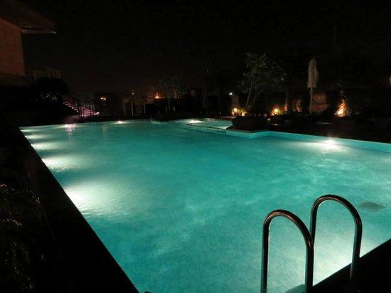 Crowne Plaza New Delhi Rohini: pool