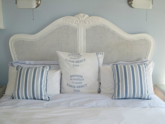 The Boat House: Bed