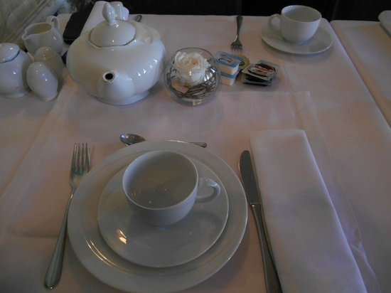 Hotel De Tuilerieen: Table petit déjeuner