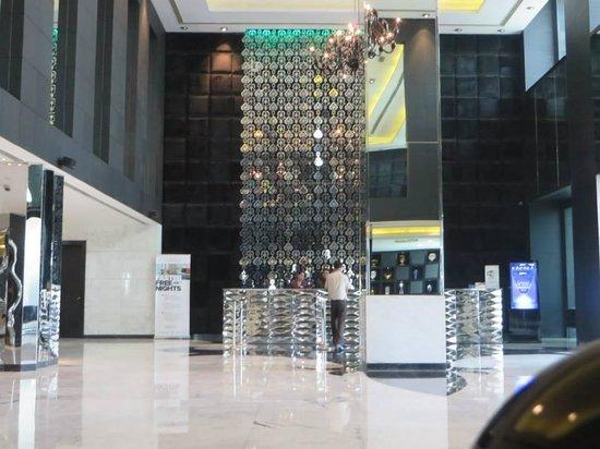 Radisson Blu Hotel New Delhi Paschim Vihar: lobby