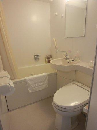 Hotel Hokke Club Kyoto: Bathroom - Small but clean