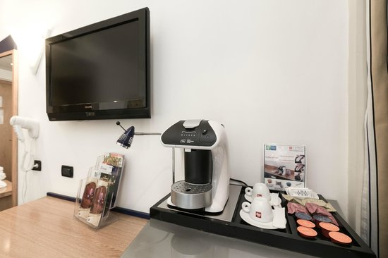 Holiday Inn Express Rome - San Giovanni: Illy espresso machine only for executive room