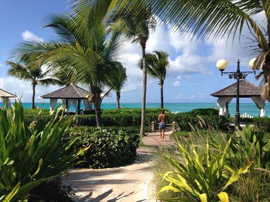 Seven Stars Resort & Spa : Beach way