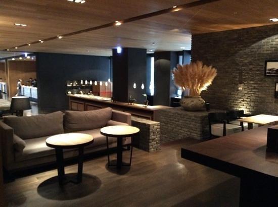 Hotel Dua: lobby lounge