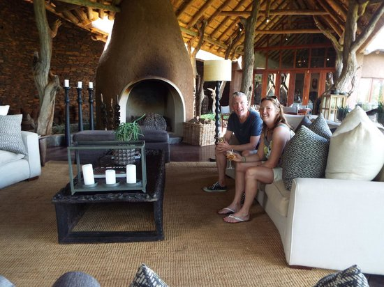 Madikwe Safari Lodge : Relaxing lounge area