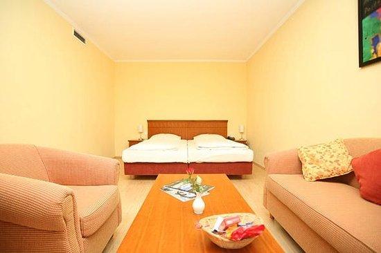 golden leaf parkhotel im lehel now 75 was 7 7 updated 2017 hotel reviews munich. Black Bedroom Furniture Sets. Home Design Ideas