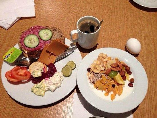 Thon Hotel Astoria : Завтрак