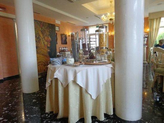 Viktoria Palace Hotel: sala colazioni perfetta