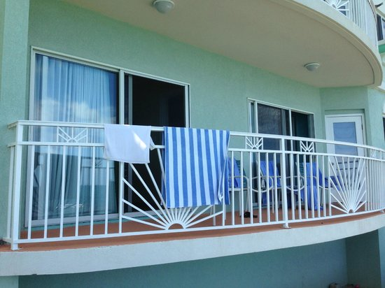 Oyster Bay Beach Resort: our room, both bedrooms and living room had access to patio