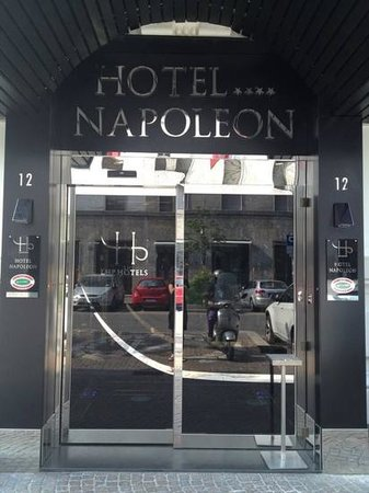 Hotel Napoleon: entrance