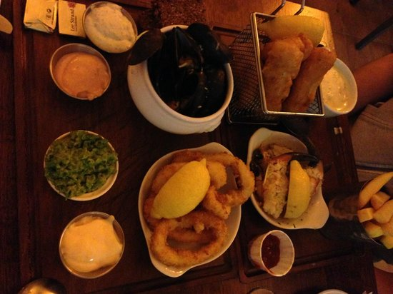 The Boatyard Restaurant: Cozze, fish and chips, calamari e granchio