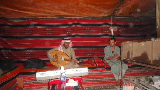 Wadi Rum Green Desert : If you are lucky you will have some bedouin music ...