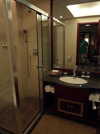 Guilinyi Royal Palace: Bathroom
