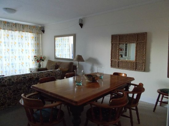 Knysna Quays Accommodation : The Dining Room / Living Room