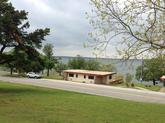 Western Hills Guest Ranch : another view of the lake