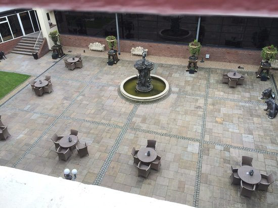 Hallmark Hotel The Queen, Chester: View from room - lovely peaceful courtyard