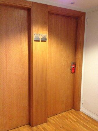 Onix Rambla Hotel: Portas dos quartos