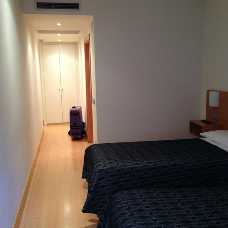 Bilbao Jardines Hotel : 広い部屋