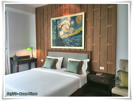Baan Dinso @ Ratchadamnoen: nice art decor in room