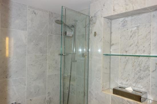 Le Meridien Frankfurt: bathroom