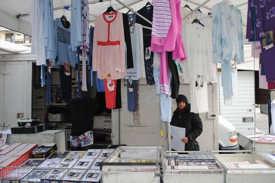 6a49ddb284982 Il Banco delle Scarpe - Foto di Mercato Ambulante 2.0