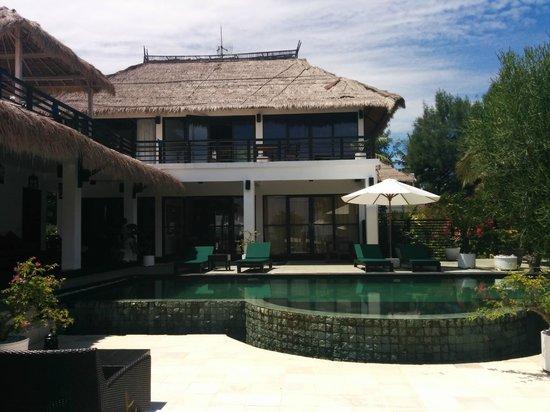 Villa Julius: Piscina y Habitaciones en la planta principal