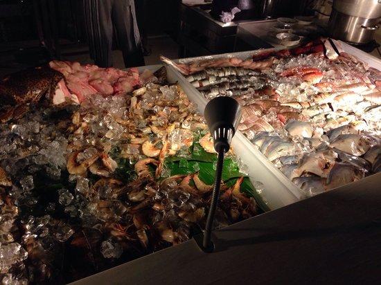 Crowne Plaza Sohar: Seafood buffet