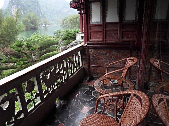 Yangshuo Mountain Retreat: Balcony