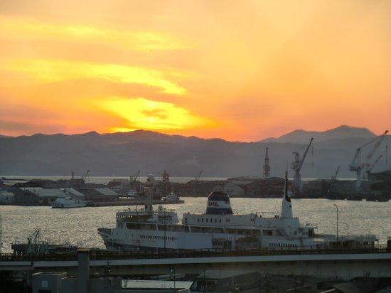 Hotel Resol Hakodate: 夕日の沈む函館湾