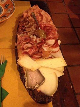 Cacio Vino Trallallà : Tagliere di salumi e formaggi