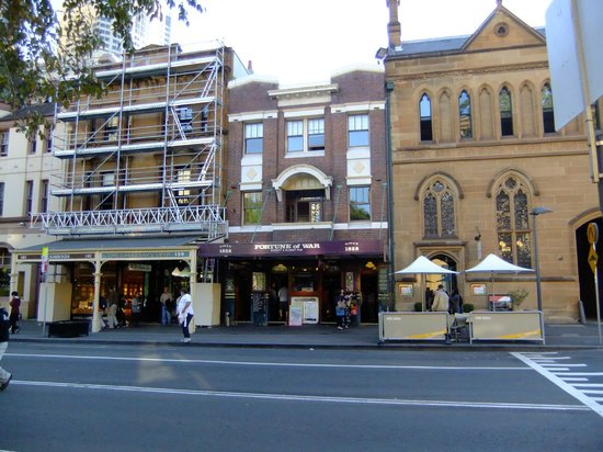 The Russell Hotel: A view of the Russell and the Fortune of War pub