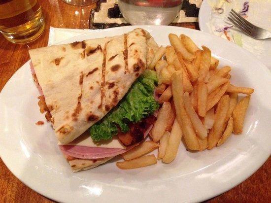 The View Restaurant : Questo e' metà sandwich!