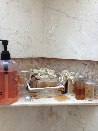 La Selva Mariposa : Bathroom products made with local honey! L&M heavily support local businesses.