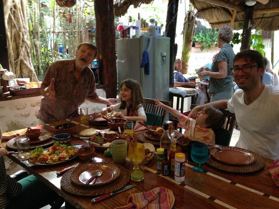 La Selva Mariposa: Delicious breakfasts and Lou can be very entertaining!