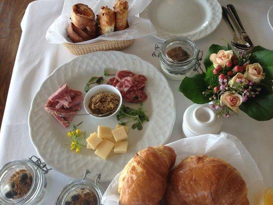 Weekapaug Inn: Breakfast!