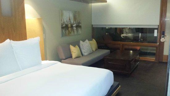 14 West Boutique Hotel: sofa etc.