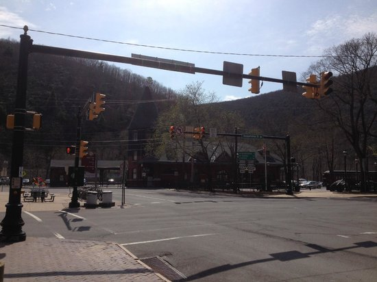 Inn at Jim Thorpe: Quaint Train Station in center of Jim Thorpe