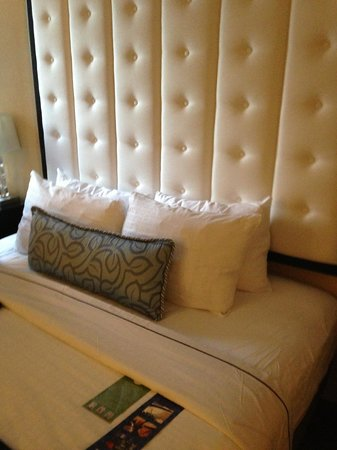 Warwick Allerton-Chicago: Nice bed