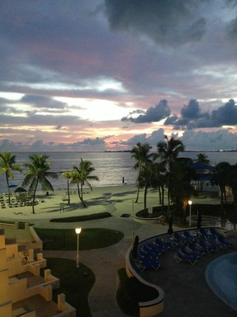 Melia Nassau Beach - All Inclusive : View from 4th Floor Pool Side Room at sunrise