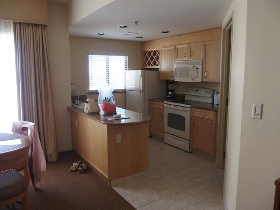 Polo Towers Suites : Kitchen