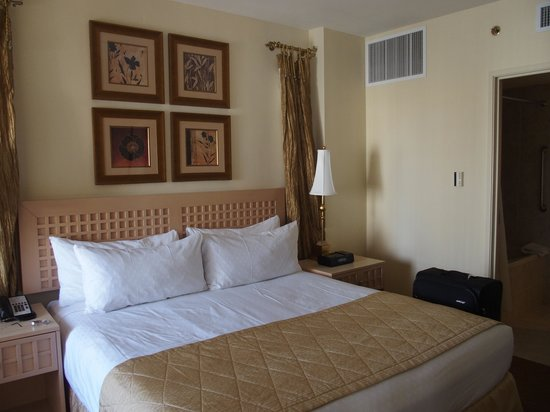 Polo Towers Suites: Bedroom