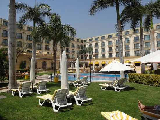 Concorde El Salam Hotel Cairo by Royal Tulip: Swimming Pool area