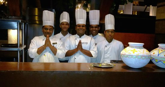 Novotel Mumbai Juhu Beach : Chef et son équipe
