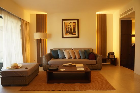 Cape Panwa Hotel: Sofa in Cape Suite