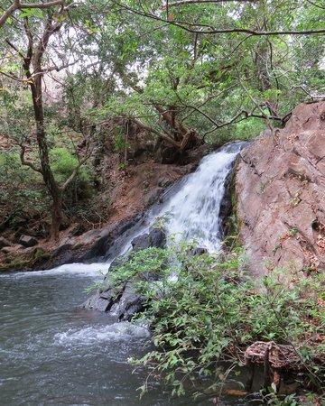Hacienda Guachipelin: Catarata en Río Negro