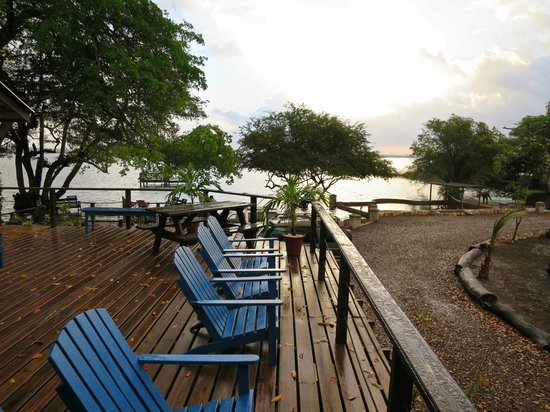 Crooked Tree Lodge: Main Lodge Deck