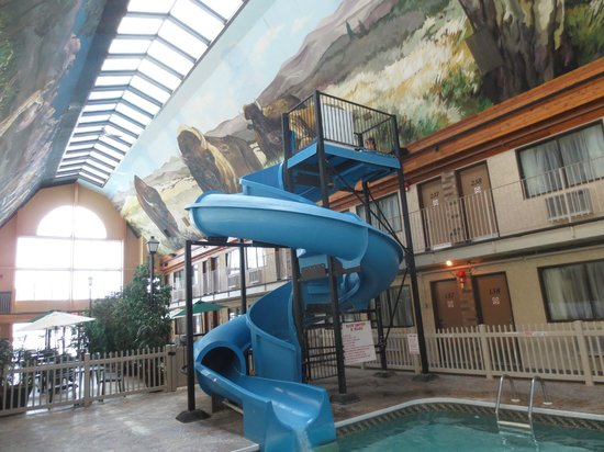 Days Inn - Lethbridge: Water slide in courtyard with dining area in background