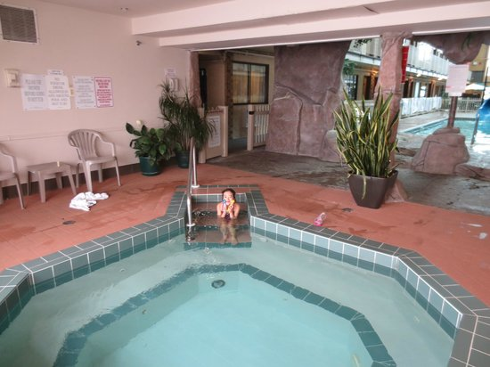 Days Inn - Lethbridge: Hot tub