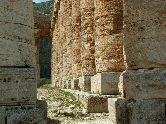 Tempio di Segesta: Säulendetails mit Verkarstung