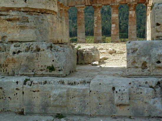 Tempio di Segesta: Tempeldetails mit Verkarstung